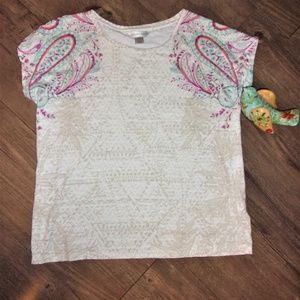 🐥5/$20 womans Medium pattern tee shirt top paisly